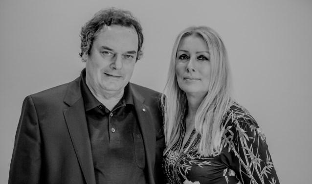 Ben van Hees (wethouder) en Wendy Grutters (raadslid en lijsttrekker) van Stadspartij DNF: Stem 100% lokaal, stem Stadspartij DNF (lijst 8).
