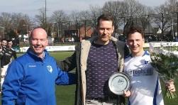 Omdat Rik van Leeuwen zijn 200ste wedstrijd voor SVL ging spelen werd hij daarmee gefeliciteerd en toegesproken dooroud-SVLspeler en voorbeeld voor Rik:Matty van Leeuwen.