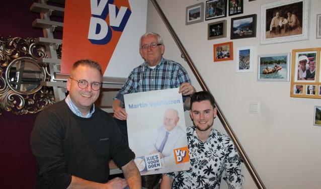 Drie generaties familie Eijkelkamp actief bij de VVD Aalten-Dinxperlo: Henk, Paul en Timo Eijkelkamp. (foto: Leo van der Linde)