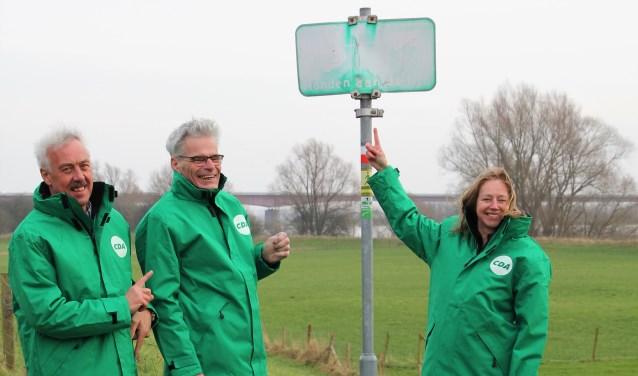 CDA Rhenen ergert zich aan de vele overtollige verkeersborden die soms zelfs onleesbaar zijn geworden. (Foto: PR)