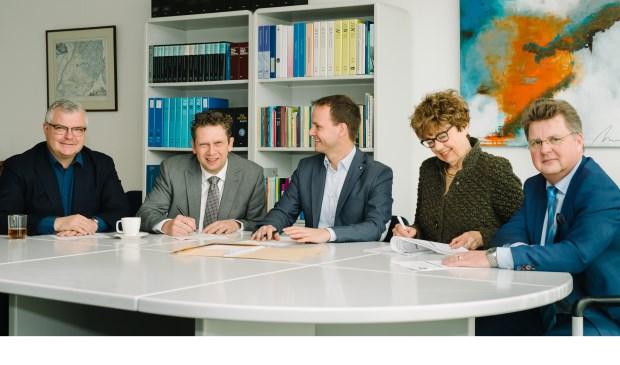 Vlnr: Mauro Agnoli (BIZ), Martin van Vliet (voorzitter), mr. Antoine Nouens, Edith van Duijn (BSM) en Jan-Rob van Manen (IKG). Niet op de foto: Jan Jan Mens (vastgoedeigenaren) en Martin Klop (ondernemers buitenstad). Eigen foto
