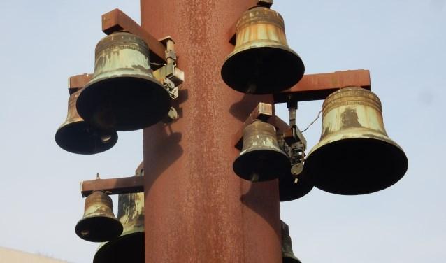 Gaan de klokken van de Antwoordkerk na de sloop de smeltoven in? Foto: Joop van der Hor