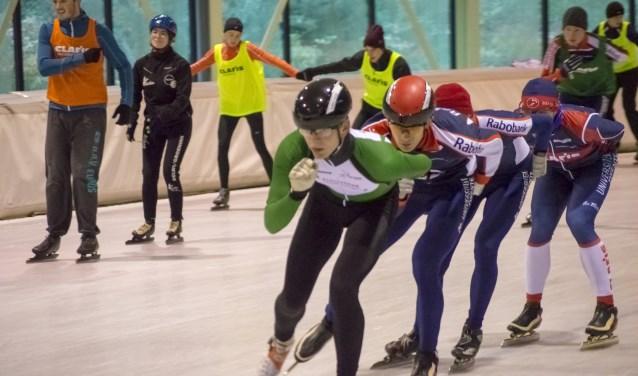 De studenten van de Skeuvel in actie op IJsbaan Twente.