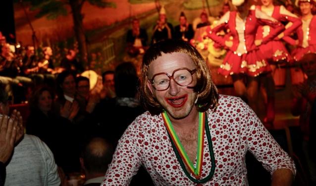 Berry Knapen won met zijn buut 'Harry hi unne Midlife-crisis' wederom de Zuid-Nederlandse Buutkampioenschappen. (foto: John Hofmann)