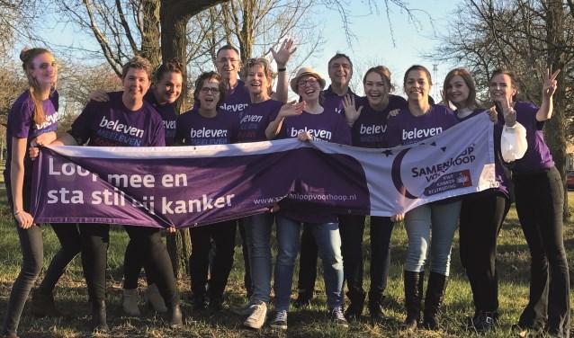 Het familieteam Van Zwieten zet zich in in de strijd tegen kanker door mee te wandelen met de SamenLoop voor Hoop.