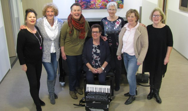 De leden van het nieuwe koor Nostalgia. Nieuwe aanwas is zeer welkom. (Foto: Gertjan van Capellen)