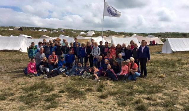 Laatste groep Vlielandvaarders van het jaar 2016 poseert op Kamp Wenters.
