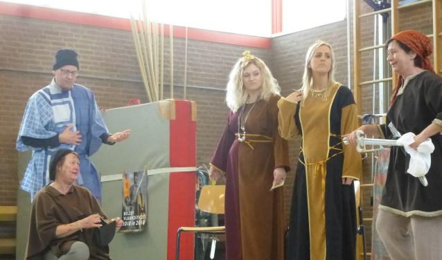 De juffen en meesters van De Singel gingen tien eeuwen terug in de tijd. (Foto: Daniel de Hoog)
