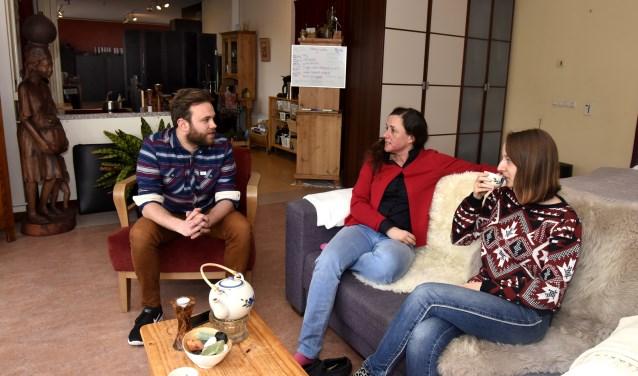 Frank, Hedwig en Nadine willen graag vervangende woonruimten, maar die liggen niet voor het oprapen. Foto: Marianka Peters