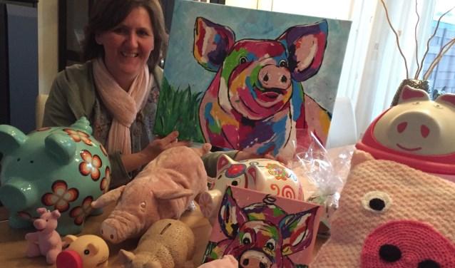 In november 2017 zette Elna een bericht op social media met een oproep voor spulletjes met een varken erop. Algauw stroomden de artikelen binnen. (Foto: Privé)
