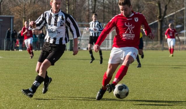 Hulshorst moet alle zeilen bijzetten om degradatie te voorkomen. De ploeg van trainer Martijn Kuis won op 24 februari met 4-1 van Elspeet, maar verloor zaterdag van Stroe. (Foto: Willemien van Duinen)