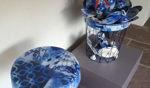 De blauwe kunsttafels van Henk Lassche.