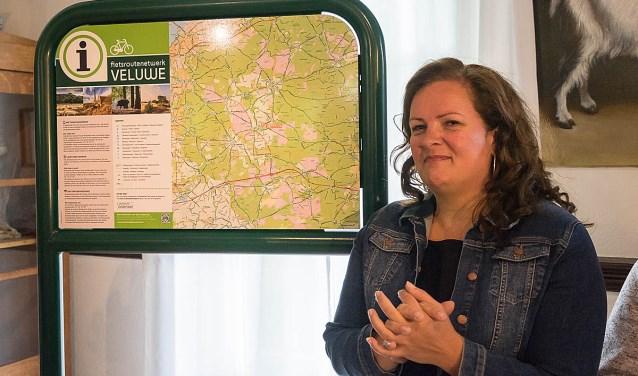 Esther Heutink-Wenderich de kartrekker vanFietsroutenetwerk Veluwe. (foto: Jan de Roo Fotografie)