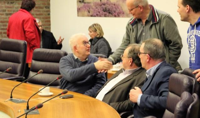 Felicitaties voor Arie Harteveld (CU) uit Hulshorst die met voorkeur in de gemeenteraad werd gekozen.  Hij stond op de 8e plaats op de  lijst. Foto Dick Baas