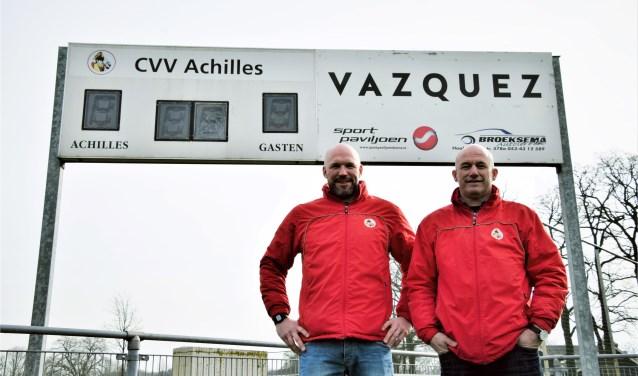 """Ben Jansen (Iinks) en assistent Eldo Reinds hebben er nog vertrouwen in dat Achilles degradatie ontloopt: """"We moeten gewoon hard werken en de fouten eruit halen. Het verschil met Drienerlo is maar vier punten.'' Foto: Timo Oving"""