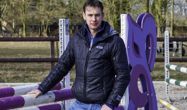 Bart Bles in zijn buitenbak met regelbare bodemvochtigheid bij het familiebedrijf in Babberich. (foto: Wim Ham)