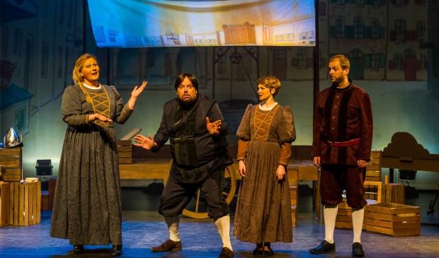 In het theateravontuur 'Lang geleden…' is het levensverhaal van Willem van Oranje te zien, verteld door een gezelschap van enthousiaste, hedendaagse theatermakers.