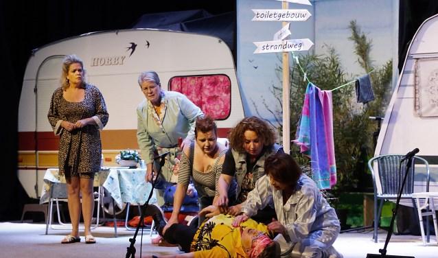 Hilarische scène op camping 'Gin Bos Wel Duin'. Foto: Jurgen van Hoof