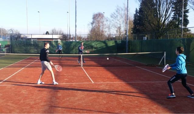 Leerlingen konden onder meer kiezen voor tennis op de banen van TV Neede.
