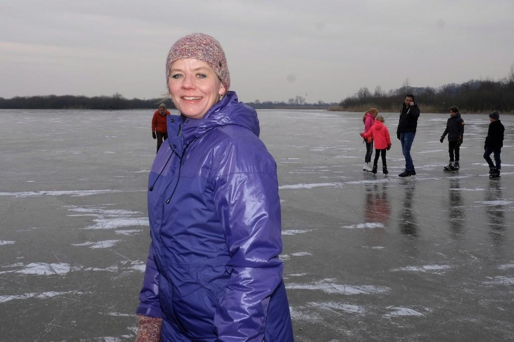 Melanie uit Zeist liet het slot even voor wat het is en kwam uitgebreid schaatsen in Amerongen.  © Persgroep