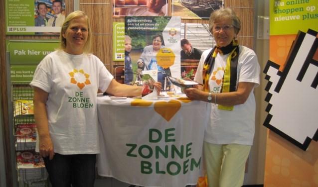 Vrijwilligers Ida en Marijke bij Plus supermarkt De Meern