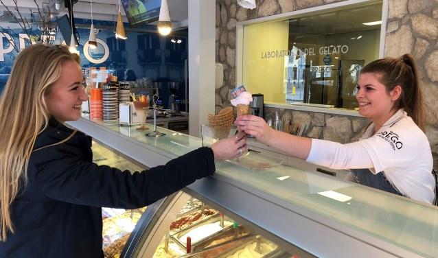 Prego op de Oude Bredaseweg in Etten-Leur heeft 'n nieuwe smaak: TINA-ijsje. FOTO: RODY VAN KLAVEREN