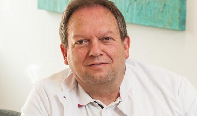 """Dokter Louis Wetzelshelpt met zijn kliniek Proktovar onder meer patiënten af van aambeien. ''Proktovar biedt zonder grootse ingrepen een blijvende oplossing. Dan ben je echt geholpen."""""""
