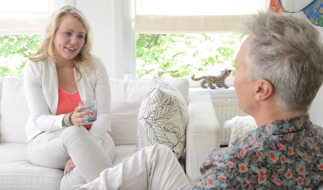 Marlieke Gortmaker gaat voor 1Twente in het programma 'Mijn Spirituele Zoektocht' op zoek naar  antwoorden op allerlei prangende levensvragen. Hier is ze in gesprek met Tijn Touber. Touber is yogi, meditatieleraar en columnist in de Happinez.
