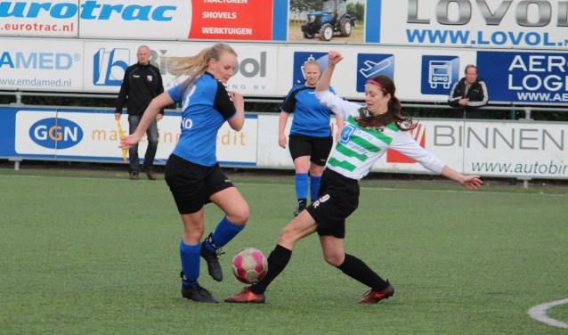 Voorstopper Nanina Matze speelde de aanvalster van Heinenoord geheel uit de wedstrijd.