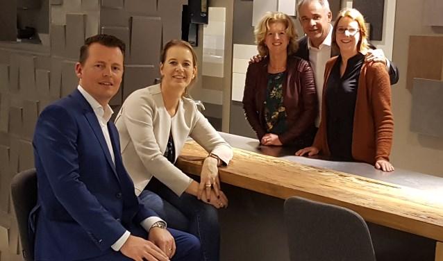 Organisatie v.l.n.r. Jan Houweling (Houweling Architecten), Mira van der Linde (Van der Linde Interieur), Henriëtte van der Kooij (Houweling Architecten), Alex Wicklert (Wooning Badkamers en Keukens) en Karin de Jong (DIVA Makelaars/Young4Styling).