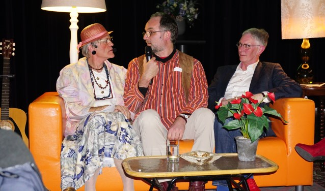 Cornelia van Henegouwen in gesprek met Vincent de Vries en Hans Nijhof.