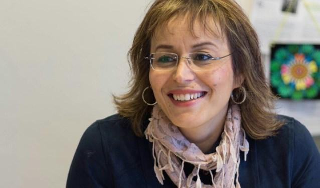 Habiba Chrifi is mantelzorgconsulent bij welzijnsorganisatie U centraal en is genomineerd voor de verkiezing tot Sociaal Werker 2018. Meer over haar werk staat op www.u-centraal.nl/habiba. FOTO: Dolina Vork