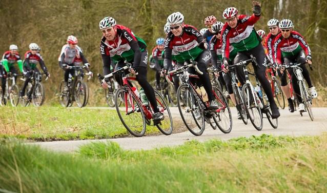 De Schwarzwaldtocht is goed voor drie sterren, de hoogste waardering die de wielerbond toekent aan de beter georganiseerde fietstochten. De deelnemers kunnen die dag zelf beslissen of ze 65 of 105 kilometer voor de kiezen willen krijgen.