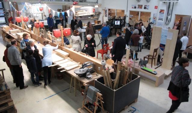 Bezoekers van de Open Dag konden onder meer rondkijken bij de houtbewerkingsafdeling.