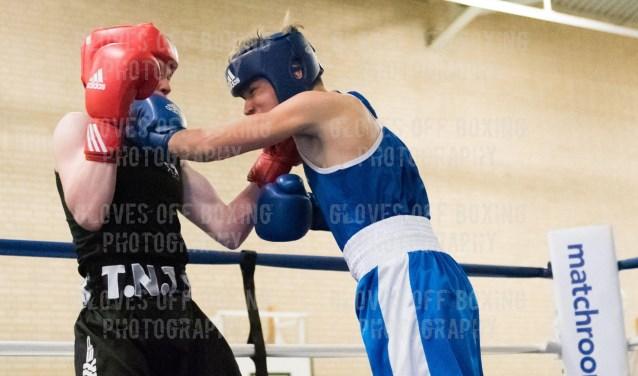 Liam (in het blauw) hier in gevecht
