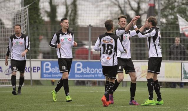 Sparta viert het doelpunt in de thuiswedstrijd tegen Enter Vooruit.