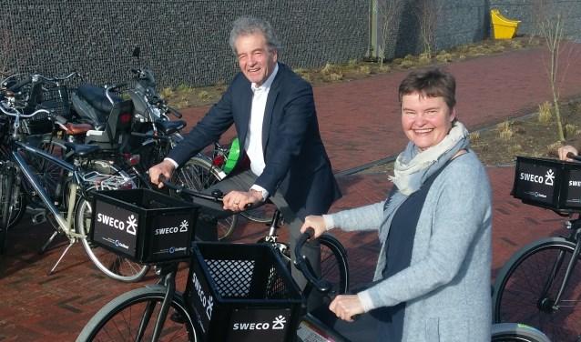 Wethouder Anne Brommersma (Duurzaamheid) en wethouder Ebbe Rost van Tonningen (Verkeer) maakten de eerste rit op de Utrecht Science Park Campusbikes.