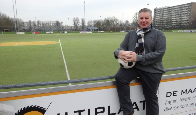 Ook al is Rick Landa geen voorzitter meer van korfbalvereniging SKC Merwede/Multiplaat uit Sliedrecht en maakt hij geen deel meer uit van het bestuur, Rick is nog altijd betrokken bij 'zijn' club. (Foto: Eline Lohman)