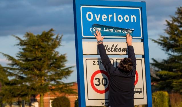 Gloednieuwe plaatsnaamborden in het Land van Cuijk. (foto: The Young Talent Group)