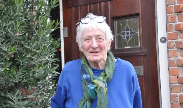 Ada (78 jaar) geniet van de uitstapjes naar een echt restaurant.  De middagjes uit met EET met je hart zijn dan ook echt een cadeautje voor Ada. FOTO: Julie Houben