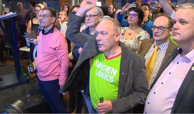 Spanning op de gezichten van lijsttrekkers en partijgenoten tijdens de uitslagenavond woensdag 21 maart in het gemeentehuis.