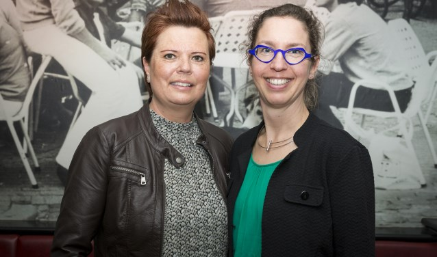 Anja Hagendoorn en Desiree Kuipers. (foto: Jan ten Haaf)