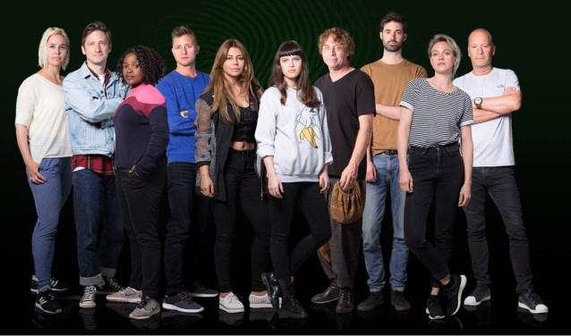 Groepsfoto van Wie is de Mol? 2018. Jan Versteegh, Olcay Gulsen en Ruben Hein zijn de overgebleven finalisten.