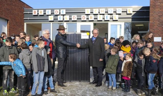 De Deken Wehmeijer school in Velddriel is de eerste school in Maasdriel die het dak gaat voorzien van zonnepanelen.
