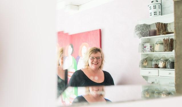 Aafke Hoekstra de Jong is een hoogsensitief persoon (HSP). Onlangs startte ze een eigen praktijk voor stressmanagement genaamd Cura (www.stressmanagejezo.nl) waarbij ze eigen ervaringsdeskundigheid inzet om gedrag van anderen te spiegelen en hen te helpen. (foto: Dennis Dekker)
