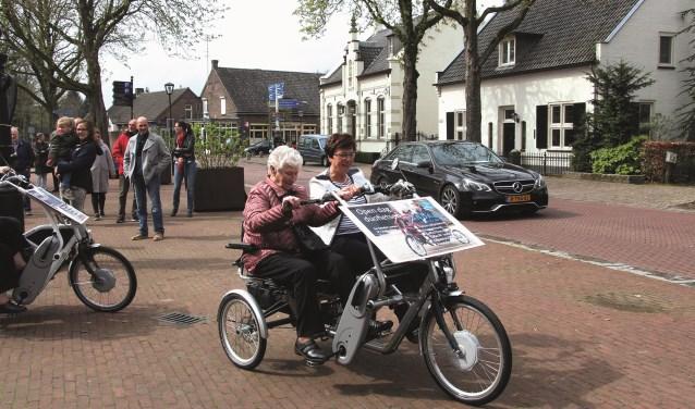 Vorig jaar werden de nieuwe fietsen 'ingewijd' door onder andere burgemeester Anja Thijs.