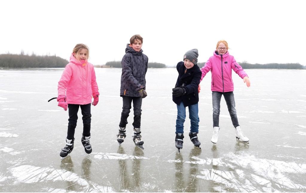 Suus, Roderick, Olivier en Charlotte uit Amerongen maken de laatste slagen van dit winterseizoen 2018.  © Persgroep