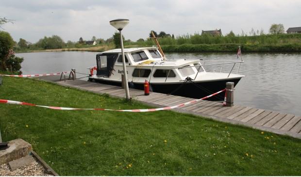 Aan de boot is, op wat plakband en een rood-wit lint na, niet veel te zien. Foto: Jeroen Danz