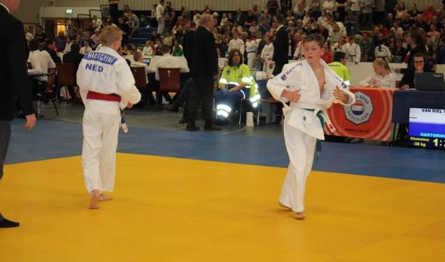 De 12-jarige Stan van Riel (rechts) kwam afgelopen zaterdag in actie op het NK -15  jaar in het Groningse Leek. Na de zomer gaat de Zuid Nederlands kampioen naar het Odulphuslyceum in Tilburg, maar zijn grote droom blijft een succesvolle judoloopbaan