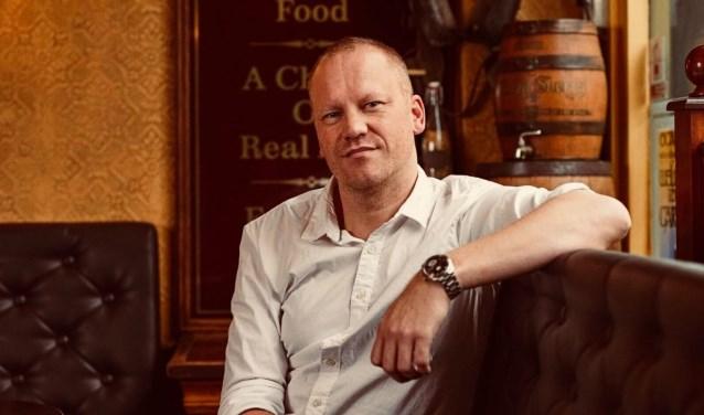Een Ierse pub is echt een huiskamer, vertelt John Gulay. (Tekst: Joyce Hoogland/Indebuurt.nl)